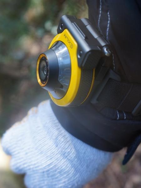 普段は腕とか服のベルトとかに固定して自動撮影にしておくと便利