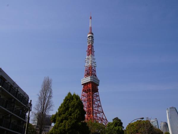 """会場となった東京タワー。スカイツリーと対比して""""新旧""""の""""旧""""のほう、という意味合いと、東京タワーの高さ(333m)とレコードの33.3回転もかかっているのだとか"""