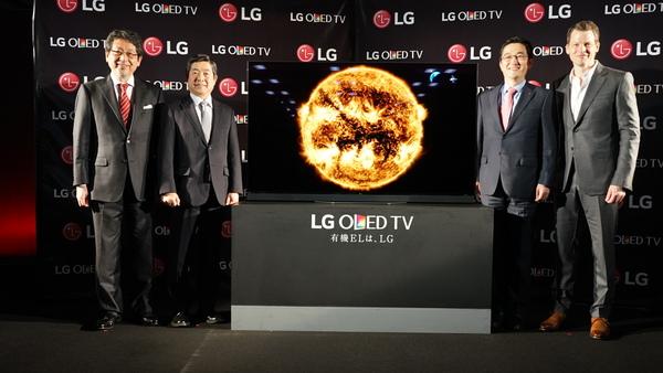 左から、Dolby Japanの大沢氏、出光興産の松本氏、LGのイ・インギュ氏、Netflixのグレッグ・ピーターズ氏