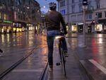 ウインカー+ガイド用レーザー搭載の自転車用ライト「Blinkers」