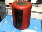 サ●ビーのファンネル似! 紅いMac Pro風ケースが28日発売