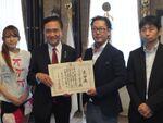 黒い砂漠の動物保護の取り組みに、神奈川県が感謝状を贈呈
