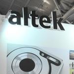 縮小続くデジカメ業界からスマホ市場に方向転換した「アルテック」