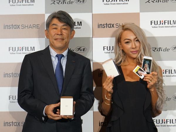 同社イメージング事業部の武富博信氏とGENKINGさん