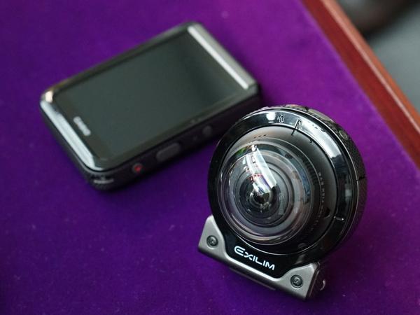 従来と同じようにカメラ部とモニター部が分離する