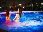 夜に泳げるホテルの「ナイトプール」人気アゲアゲ