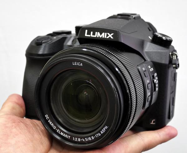 「LUMIX FZ2000」