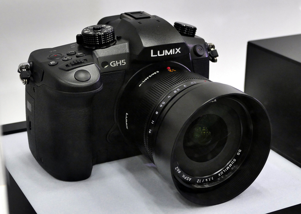 「LUMIX GH5」