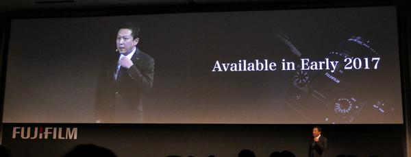 発売は2017年の早い時期で、価格は本体にEVF、標準レンズのセットで1万ドルを切る予定です