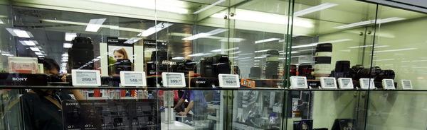 ソニーのカメラコーナーにはAマウントとEマウントが半々で展示されていました。α99IIを出したのは当然なんですね