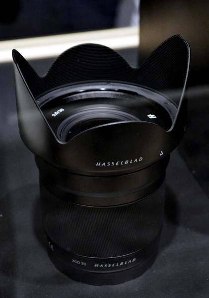 30mmF3.5の広角レンズも発表された