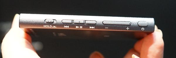 本体側面のボタン
