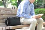 タブレットを安全に持ち運べるコンパクトな機能派ショルダーバッグ