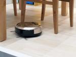 日立、小さくてもすごいロボット掃除機 家具の隙間をスイスイ動く「minimaru」