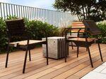 シャープ、スマホを充電できる椅子「ソーラー充電スタンド」