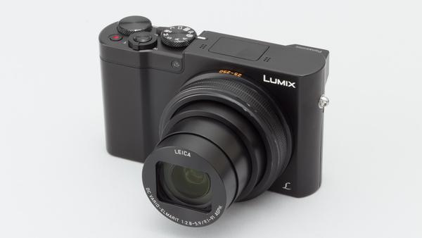 LUMIX「DMC-TX1」。とてもコンパクトだ