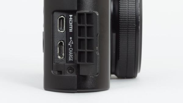 側面インターフェース。HDMI出力にUSB端子が備わる。USBは充電も可能