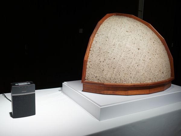 会場にはボーズの第一号スピーカーも展示されていた。今年でちょうど50年とのこと
