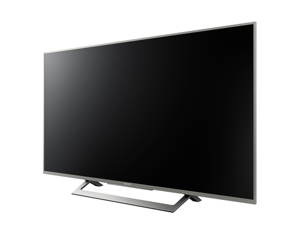 49/43V型という比較的小さいサイズを用意する「X8300D」。43V型の実売価格は16万円前後