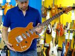 「レッド・スペシャルにないものを」日本人製作家が作った最高のギター