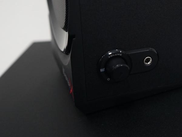 イヤフォン端子やアナログ入力を装備