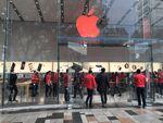 Apple直営店が赤く染まる!Appleの「世界エイズデー」に対する取り組み
