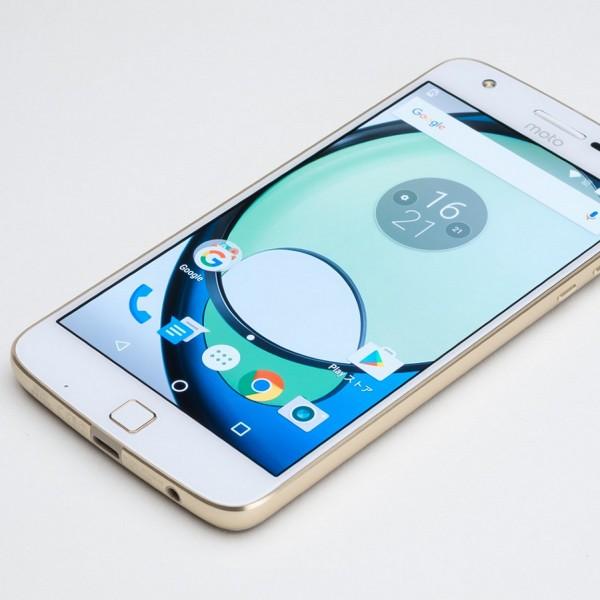 """""""真のDSDS""""! microSDと2枚のSIMを使える合体スマホ「Moto Z Play」"""