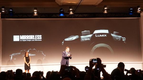 ミラーレス一眼カメラの「GH5」を発表