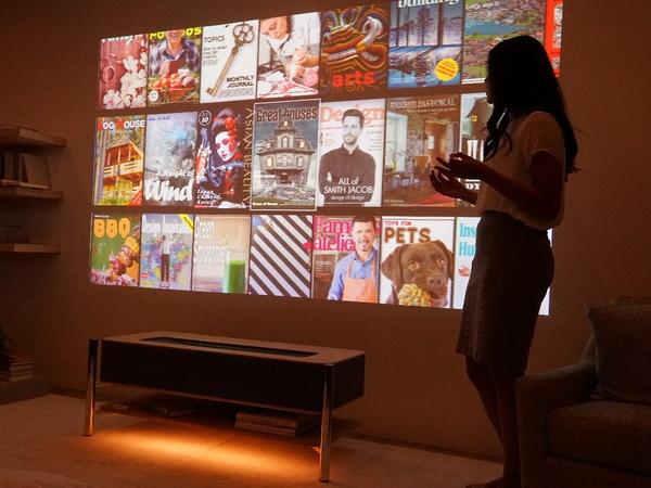 壁に映し出されたコンテンツを選び出す体験を提供
