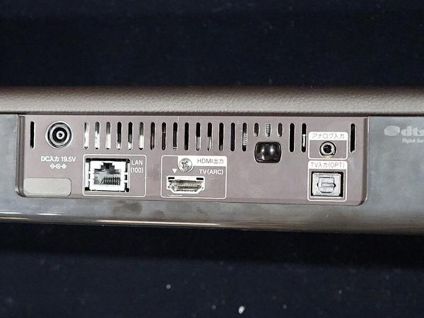 背面端子。HDMIを搭載する