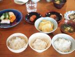 """ごま塩ごはんが""""神""""だった バルミューダ炊飯器、土鍋、羽釜で炊き比べ"""