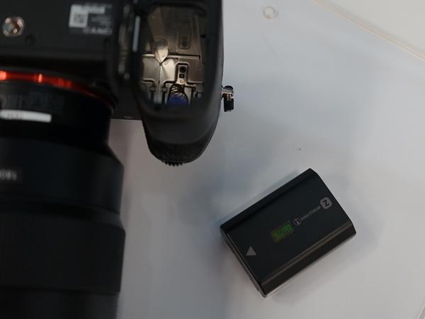 バッテリーは新規のものを採用。従来より2.2倍の容量となっている