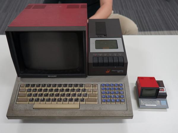 本物の「MZ-80C」(左)とPasocomMini MZ-80C(右)
