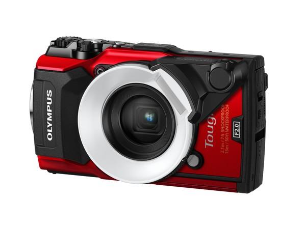 「FD-1」も同様に、カメラのフラッシュをリングライトのように光らせるアダプター