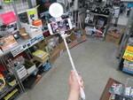 夜の自撮りもおまかせ! 超明るく撮れる高輝度LEDライト付きの自撮り棒