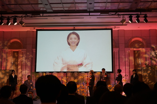 授賞式では「土曜ドラマ トットてれび」で演技賞を受賞した満島ひかりさんのビデオメッセージを公開