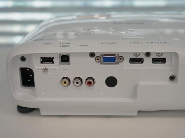 EH-TW650の背面端子。2つあるHDMIのうち、1つがMHL対応