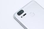 ダブルレンズと5000mAhバッテリーで使い勝手良しの「ZenFone Zoom S」