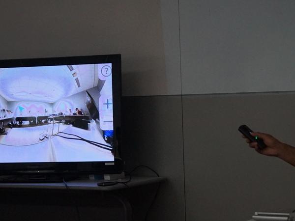 プラグインを使用し、ワイヤレスでディスプレーに360度映像を表示