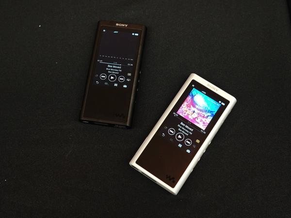 NW-ZX300はブラックとシルバーの2色を用意