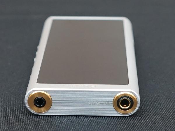 ヘッドフォン端子はアンバランス用とバランス用の2つを用意