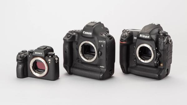 左からα9、EOS-1D X Mark II、D5