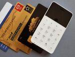 38gという軽さ! クレジットカードサイズの携帯電話「Niche Phone-S」を衝動買い