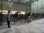 iPhone発売も客わずか 静かなApple 表参道