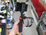 GoProもスマホも一緒にマウント! 撮ってる自分が撮れる2-Wayカメラグリップ
