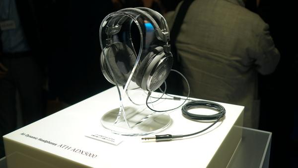 今回の目玉となるフラッグシップヘッドフォン「ATH-ADX5000」