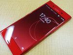 真っ赤な4K Xperiaはケースも充電ホルダーも赤い