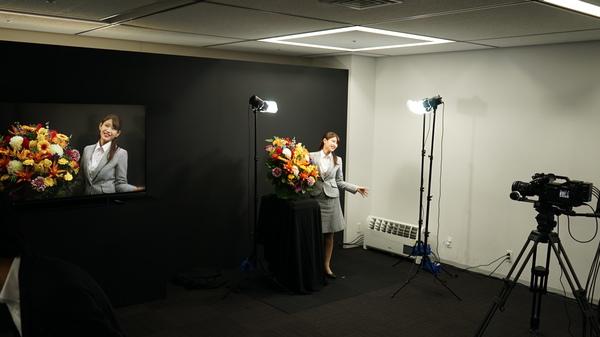 8C-B60Aで撮影した映像をリアルタイムで8Kテレビに表示している