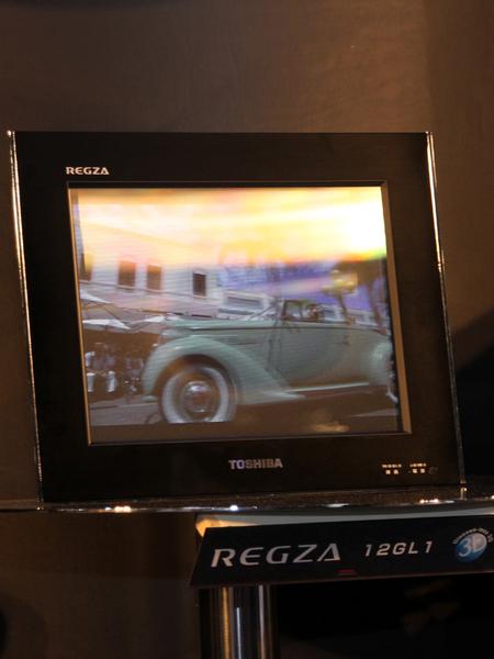 2010年に発表された東芝の「グラスレス 3D REGZA」