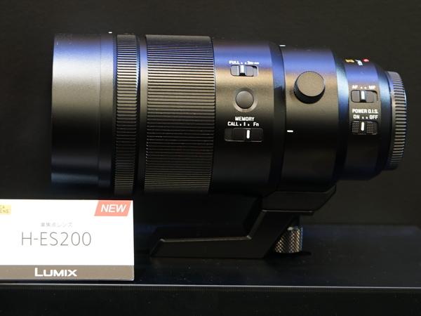 新レンズ「LEICA DG ELMARIT 200mm/F2.8/Power O.I.S.」。ピント位置を記録させる「フォーカスプリセット」ボタンを搭載する